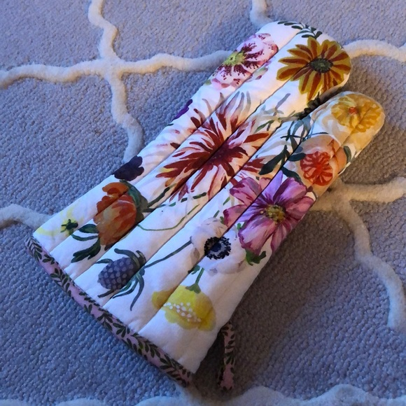 Anthropologie oven mitt!